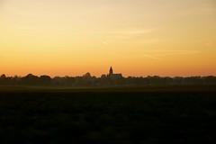 Dorp en zonsondergang. (limburgs_heksje) Tags: herfst limburg zonsondergangen
