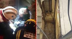 Rescate-Hueco-Ascensor (Triana al día) Tags: rescate bomberos caída hueco ascensor 061