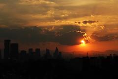 Atardecer en la ciudad de México (laap mx) Tags: mexico mexicocity ciudaddemexico atardecer sunset sol sun ciudad city cielo sky nubes clouds