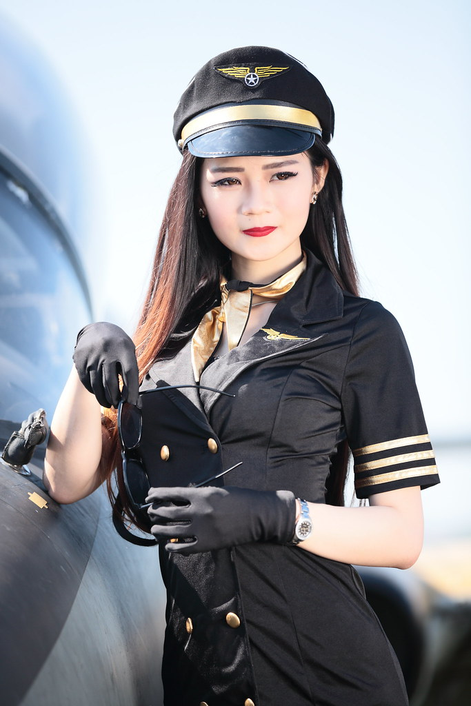 asian single men in pilot 10 passengers forced to become pilots midair  cessna but didn't know how to fly it—attracted the attention of a pilot for asian spirit,  both men survived.