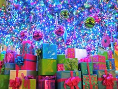 All Lit Up (Cher12861 (Cheryl Kelly on ipernity)) Tags: fromthearchives christmas2015 notpostedyet msi museumofscienceandindustry chicagoillinois christmasaroundtheworlddisplay thebigtree presents ornaments lights illuminated ornate decorated holiday festive wrapped colorful