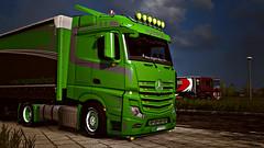 eut2_hq_58bdb4d1 ([johannes]) Tags: ets2 euro truck simulator lkw lastkraftwagen look low tuning trailer limited edition mp4 mercedes mercedesmp4 magpol green night express intercooler pl pmi skin style