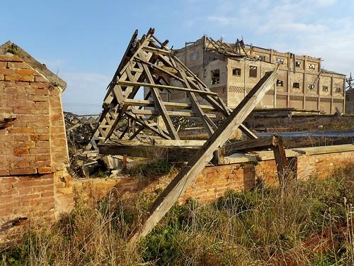 Les restes de l'un des bâtiments