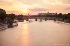 Pont de la Concorde, depuis la passerelle Solférino (alǝxH3o) Tags: sunset river seine paris iledefrance france europe cityscape nd1000 dusk flickrpublic dsc01442cowm grandpalais longexposure boats blur pont pontdelaconcorde sonya7 sonya7m2 sonya7ii ilce7m2 minoltaaf35105mmf3545 beercan