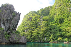 Miniloc Big Lagoon (www.JnyAroundTheWorld.com - Pictures & Travels) Tags: nature islands philippines wilderness biglagoon rockformations pilipinas elnido palawan miniloc bacuitarchipelago bacuitislands naturallagoon