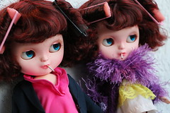 Punkly little freak sisters ;) (Blythe Spa Time) Tags: 1920s suits doll dolls body five flash feather drew mimi smoking redhead boa hunger icy smoker smokes chubby takara habits carey curlers bobeck jecci