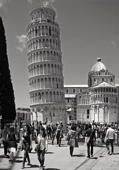La Torre di Pisa (Maxofmars) Tags: pise pisa torre tour europe europa monument histoire italie italia italy touriste bw