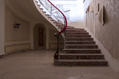 royals (FoKus!) Tags: urbex ue eu europe italie italia italy explo exploration derelict empty house mansion villa g pdo decay old unused abandon abandoned ngc abbandonata