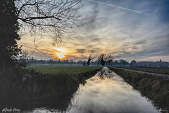 Sunset in my country (alfvet) Tags: tramonto sunset vigevano campagna sole canale acqua riflessi nuvole clouds sun parcodelticino