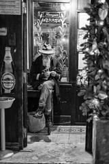 Rolling cigarette - Rome # 2 (davide978) Tags: davide978 mg7153 da davidecolli davidecolliphotography stret roma rome man portrait pub irish beer sigarette sigaretta roll rollare preparazione gambeaccavallate gambe accavallate sgabello entrata entry rolling