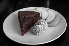 22/365 - One more please... (Sinuhé Bravo Photography) Tags: canon eos7d bw selectivecolor food chocolate cake homemade
