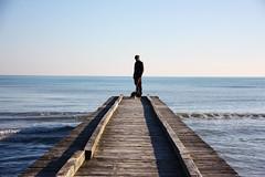 Il mare d'inverno (ApeVale) Tags: mare beach maredinverno pontile jesolo bellagiornata bordercollie cane dog freddo spiaggia sea