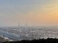Pollution sur lyon (freddylyon69) Tags: froid partdieu gratteciel pollution hiver matin pointdevue pointofview fourviere lyon