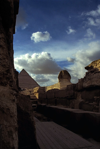 "Ägypten 1999 (659) Kairo: Taltempel, Große Sphinx und Chephren-Pyramide, Gizeh • <a style=""font-size:0.8em;"" href=""http://www.flickr.com/photos/69570948@N04/32498801546/"" target=""_blank"">View on Flickr</a>"