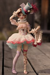 Walking with those shoes is SO hard! (Sendell_Caramdir) Tags: bjd ball jointed doll fairyland minifee fairyline lucywen legit