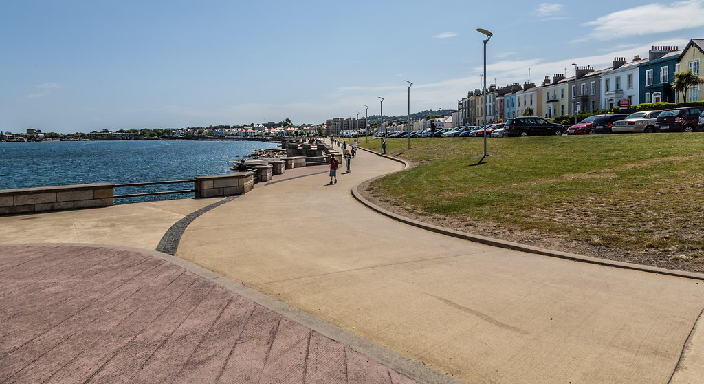 DUN LAOGHAIRE TOWN AND HARBOUR [TEN YEARS AGO]-124868