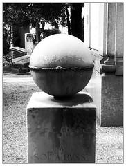 monumentale Uroborus (Latente  www.latente.it) Tags: italy milano garibaldi madeinitaly uroborus latente mounmentale flickr:user=latente