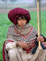 working man (Max Loxton) Tags: pakistan man green beautiful working fields farms pakistani yani lahore towards yasir nisar yasirnisar towardspakistan pakistaniphotographers pakistaniphotographer maxloxton pakistaniat wwwtowardspakistancom
