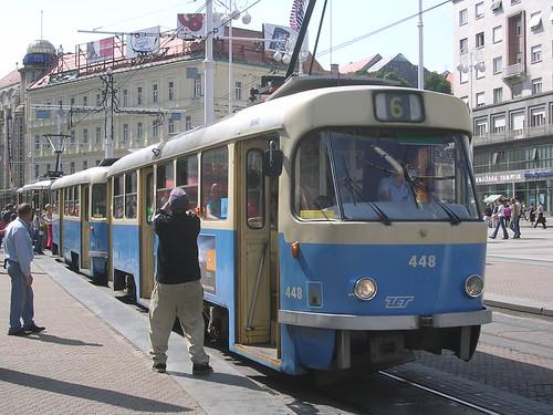 Záhřebská tramvajová linka č. 6 v soupravě typu T4+B4.