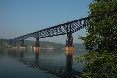 Poughkeepsie Railroad Bridge, Poughkeepsie, New York (Thad Roan - Bridgepix) Tags: railroad bridge ny newyork river photo bridges rail railway historic poughkeepsie highland wikipedia hudsonriver railfan span highbridge dutchesscounty bridging 200509 railfanning nationalregisterofhistoricplaces nrhp bridgepixing bridgepix bridgeblog bridgephoto bridgepicture 79001577