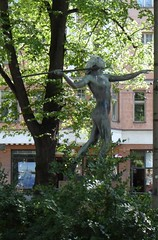 Diana, Kolmiopuisto, Helsinki (Anna Amnell) Tags: statue finland helsinki parks fountains dianagoddessofhuntingstatue firsttheearth dianathehuntressfountain dianathehuntressstatue yrjöliipola