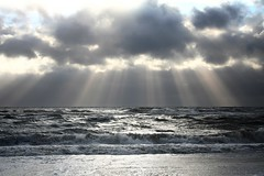 rays (Mace2000) Tags: sun storm beach nature water clouds landscape denmark 350d interestingness natur shoreline northsea blogged rays scandinavia landschaft 3000v cloudjunkie dansk hightide int exp 1000v 2000v 2for2 hennestrand 1500v60f 1000v40f mace2000 img3442 specsky countryscenery