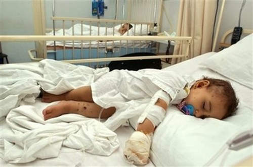 Baby, Lebanon 2006 AP photo