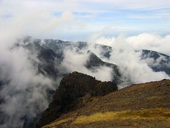 Pico do Areeiro (JVP pHoTOs) Tags: sky mountains cold portugal clouds rocks wind top foggy himmel wolken peak windy berge madeira massiv picodoarieiro