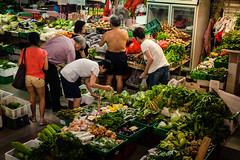 Singapore, Chinatown (Chicago_Tim) Tags: fish shopping temple singapore chinatown chinese neighborhood seafood merchant foodmarket 2015