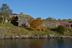 Suomenlinna / Sveaborg.. (Sanja Byelkin) Tags: building tree finland seaocean oleksandrbyelkin visittohelsinkitallinn2015
