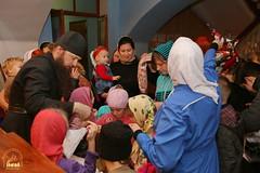 11. Humanitarian assistance for refugees at Svyatogorsk Lavra / Раздача гуманитарной помощи беженцам Лавры