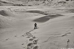 nella neve (TIMPICE) Tags: people parco mountain snow mountains montagne landscape persona blackwhite nikon tokina neve rosso montagna aosta 1224 valledaosta d90 avic miserin