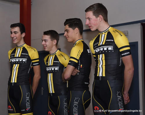 young cycling team (79)