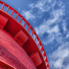 Seeing red (catb -) Tags: red sky dublin tower lighthouse colour color rail shape abstract arc
