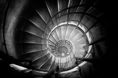 Black Hole (Philippe Saire || Photography) Tags: urban blackandwhite bw paris france building monument monochrome architecture stairs canon circle spiral photography eos mono photo arch noiretblanc mark iii steps arc triomphe wideangle nb round 5d usm fullframe iledefrance ff ef 1740mm marche tourisme spirale batiment cercle urbain rond champsélysées etage f4l placedelétoile pleinformat philippesaire