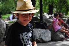 Retrato con sombrero (Manutero) Tags: portrait zoo retrato sombrero temaiken