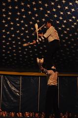 Equilibrando o eqilibrista (AlexJ (aalj26)) Tags: festival de circo brothers sãopaulo dos sp domingo clube paulista 8o lona piracicaba irmãos – palhaços alexj arrelia alexanderaugustodelimajorge aalj26
