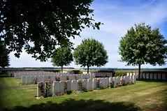 on peut esprer que maintenant ces soldats... (.Sophie C.) Tags: memory hommage nord 59 1418 cimetery cimetire mmoire guerre19141918 cimetiremilitaire cambrsis militarycimetery masnires rgionnordpasdecalais war19141918 cimetirebritanniquedemasnires masniresbritishcemetery