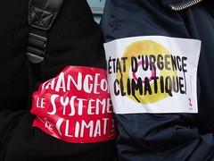 Etat d'urgence climatique (Jeanne Menjoulet) Tags: paris france demo demonstration opening climate manif ouverture interdite manifestation attac écologie climat étatdurgence humanchain système climatique chaînehumaine cop21