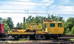 24.06.2006 Recklinghausen Ost. Railtrans 745 502 rangiert mit Gleisbauzug