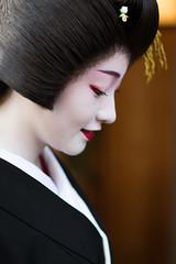 affection (byzanceblue) Tags: gion kyoto maiko geisha geiko beauty beautiful lovely bokeh white black red kimono kanzashi kagai satsuki 祇園 京都 紗月 芸妓 舞妓 花街