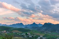 _J5K8227-33.1116.Tân Lập.Mộc Châu (hoanglongphoto) Tags: asia asian northwestvietnam outdoor landscape scenery vietnamscenery vietnamlandscape mountain mountainouslandscape mountainscene sunset sunsetinmountain sunsetinmocchau sky cloud clouds flank hill hillside sierra ridge tophill treehill hdr canon canoneos1dx canonef70200mmf28lisiiusmlens tâybắc sơnla mộcchâu phongcảnh ngoàitrời hoànghôn bầutrời núi đồi sườnnúi sườnđồi đồicây đỉnhđồi dãynúi dẫyđồi mây phongcảnhmộcchâu hoànghônmộcchâu hoànghôntâybắc phongcảnhtâybắc hoànghônvùngcao phongcảnhvùngcao tânlập village bảnlàng house homes nhà nhữngngôinhà đồichè teahill northvietnam