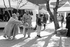 S16_2113 (Daegeon Shin) Tags: nikon d4 nikkor 50mm 50mmf18 monk monje pitchpot bw play jugar 니콘 중 스님 흑백 놀이 전통놀이 people 사람 인물 fiesta festival 축제 korea corea 전남 장성 백양사