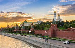Kremlin de Moscou (Voyages Lambert) Tags: travel arranging downtowndistrict goldcolored brick russianculture illuminated history starshape bright red old cultures famousplace constructionindustry architecture kremlin moscow russia reflection night sky river dome wallbuildingfeature cathedral church street townsquare palace tower builtstructure cityscape city town symbol embankment