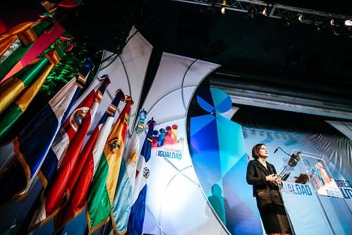 """Ester Duflo Profesora Abdul Latif Jameel inicia su conferencia, """"Evaluación de impacto y políticas de desarrollo"""". • <a style=""""font-size:0.8em;"""" href=""""http://www.flickr.com/photos/91359360@N06/33006145211/"""" target=""""_blank"""">View on Flickr</a>"""
