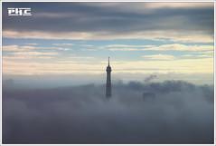 Tour Eiffel - Paris (Philippe Cottier (PH.C)) Tags: paris parigi france francia europe europa ville city cityscape toureiffel eiffeltower monument ciel sky nuages clouds brouillard brume mist fog originale fromabove dark capitale euffelturm above