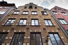 Stockholm, Gamla Stan (Stefan Giese) Tags: house building sweden stockholm schweden skandinavien haus panasonic gamlastan scandinavia altstadt fassade fz1000