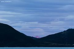 The peak (Daniel Moreira) Tags: ocean sea sky sun mountains sol norway clouds canon island eos mar norge mark norwegen cu ii midnight 7d nuvens noite noruega meia norvegia montanhas senja oceano noorwegen norvge norwegia flakstadvg