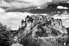 Bagnoregio La citt che muore (sergio serra1) Tags: bw bn rocce architettura paesaggio collina rovine rupe bagnoregio formazionerocciosa