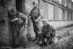 Avoncroft (198 of 259) (Andy Darby) Tags: portrait war helmet smoking german reenactment mg42 k98 fallschirmjager avoncroft mp40 fjr5
